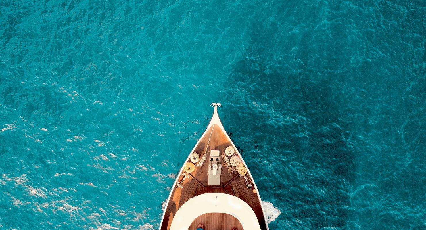yacht birds-eye view img